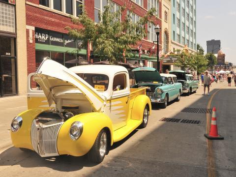 66번 국도 발상지 축제 & 모터 쇼에서 미국의 과거 돌아보기