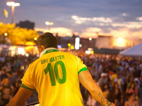 브라질의 날 행사에 참가한 군중들의 전경