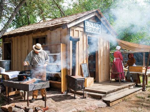컬럼비아 주립 사적지에 재현된 컬럼비아 디긴스 골드러시 텐트촌