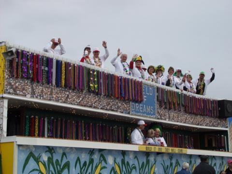 크루 오브 디오니소스 마디 그라 퍼레이드에 참여한 야구를 테마로 한 퍼레이드 차량