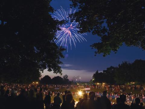 미국 독립기념일 불꽃놀이가 콜러의 하늘을 수놓다