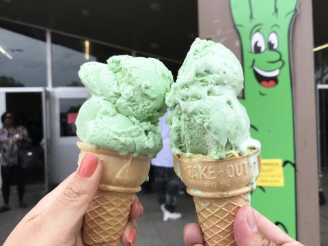 스톡턴 샌호아킨 아스파라거스 페스티벌에서 맛볼 수 있는 아스파라거스 맛 아이스크림